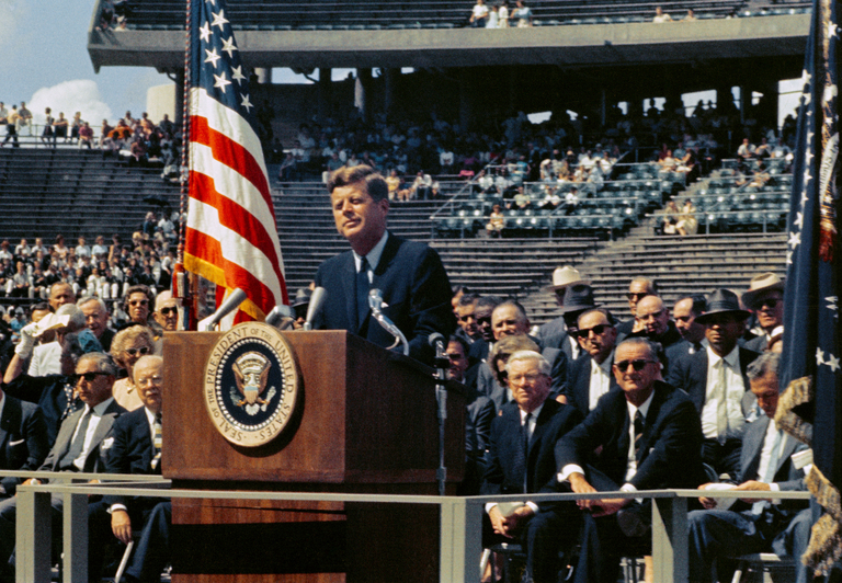President_Kennedy_-_We_Choose_to_Go_to_the_Moon__29533458786_.jpg
